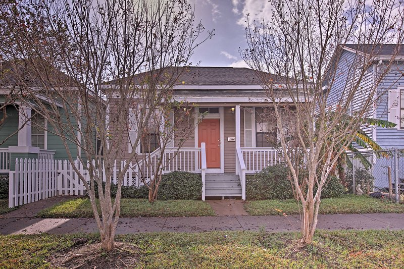Located in Galveston, this home is just minutes from several area attractions!
