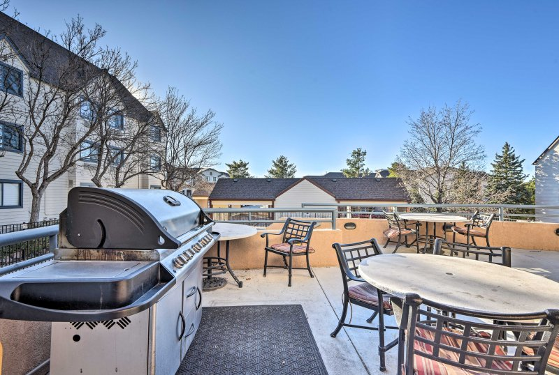 Boston Common amenities include a seasonal pool, grilling area & fitness center!