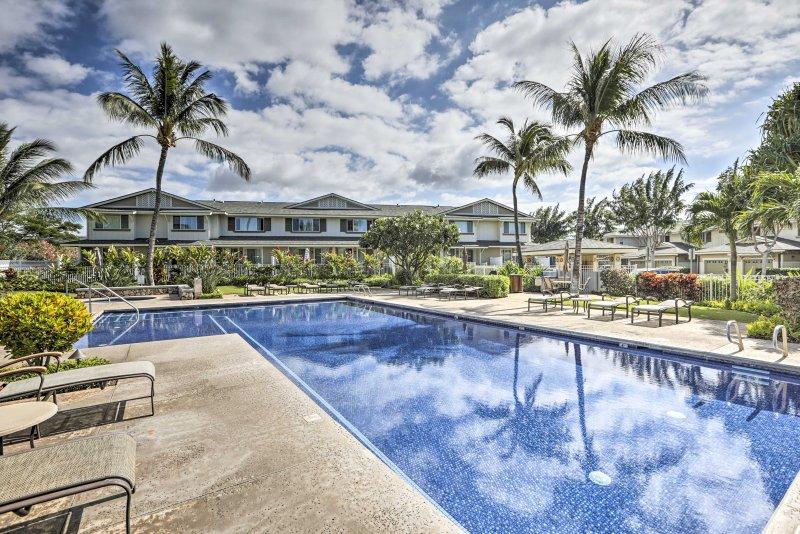 Dì aloha alla tua vacanza tropicale in questa casa cittadina in affitto per le vacanze.