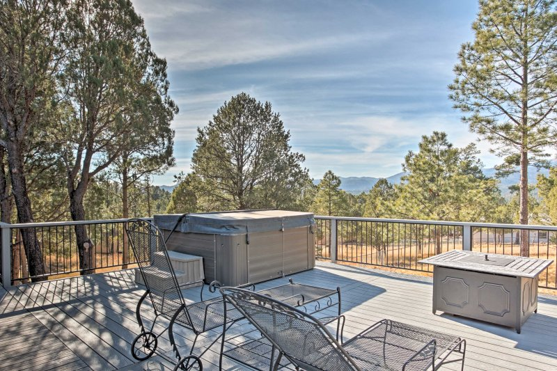 Enjoy wonderful mountain views from this vacation rental home in Ruidoso!