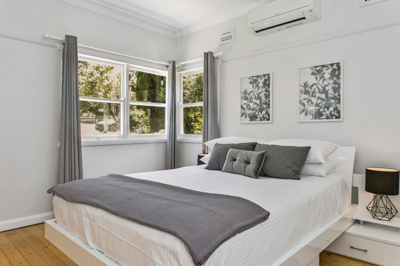 Modern Aus Home on the Edge of North Ryde Oval, vacation rental in Ryde