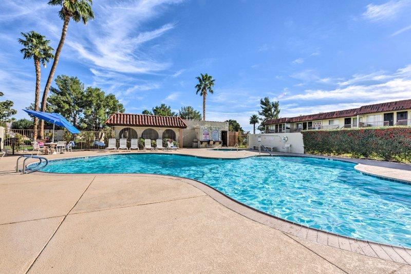 Genießen Sie erstklassige Ausstattung des Hotels in Desert Hot Springs Ferienmieteigentumswohnung!