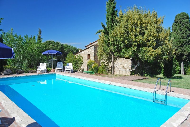 Sant'Anastasio Holiday Home Sleeps 12 with Pool Air Con and WiFi - 5503412, holiday rental in Volterra