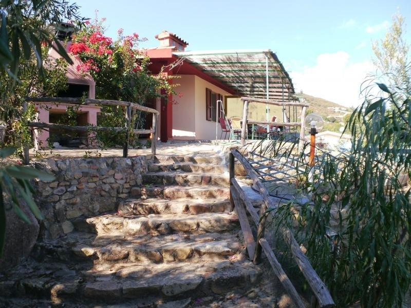 Barbacoa, en el porche de fondo con hermosas vistas