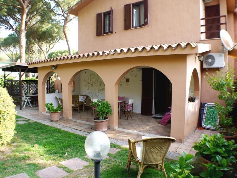 Veranda con ampio mobili da giardino