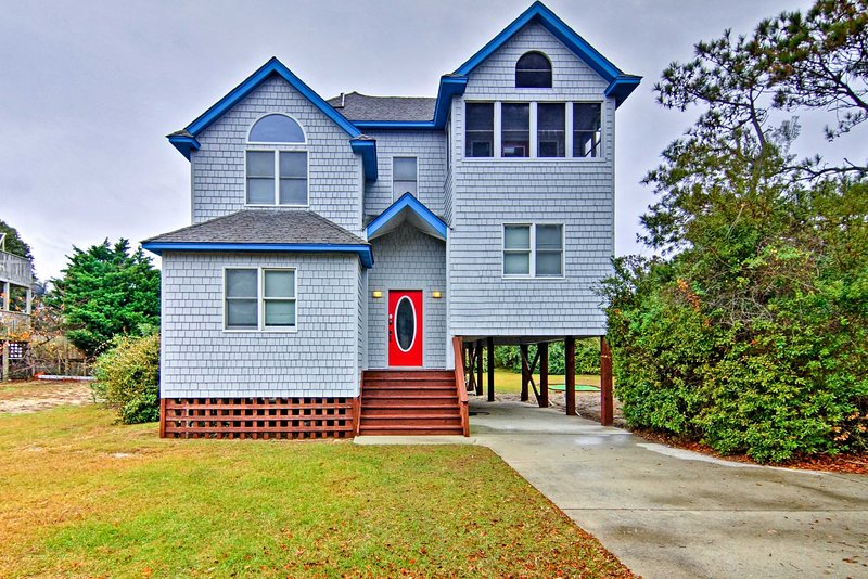 Corolla House w/ Pool & Hot Tub, <1 Mi to Beach!, alquiler de vacaciones en Corolla
