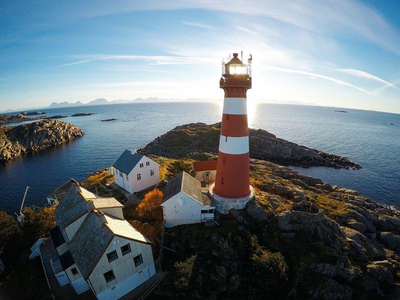 Vue d'ensemble Drone des différents bâtiments autour du phare.