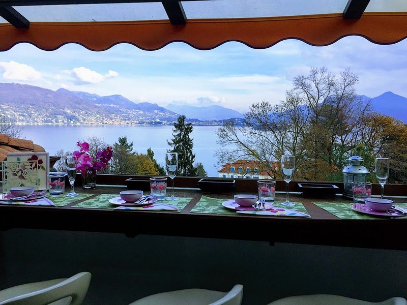 Alessia apartment in Baveno with three bedrooms and lake view, vacation rental in Campino