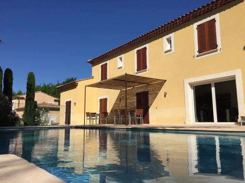 Residence des Adhemar ... Entspannung und Ruhe ... privater beheizter Pool und sicher ...