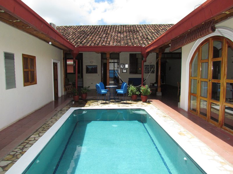 Casa del Sol: great house for large groups or families in quite neighborhood, location de vacances à La Laguna de Apoyo