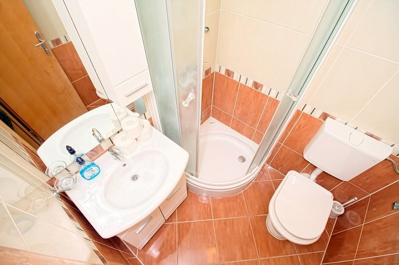 A6 (4 + 1): salle de bain avec toilette