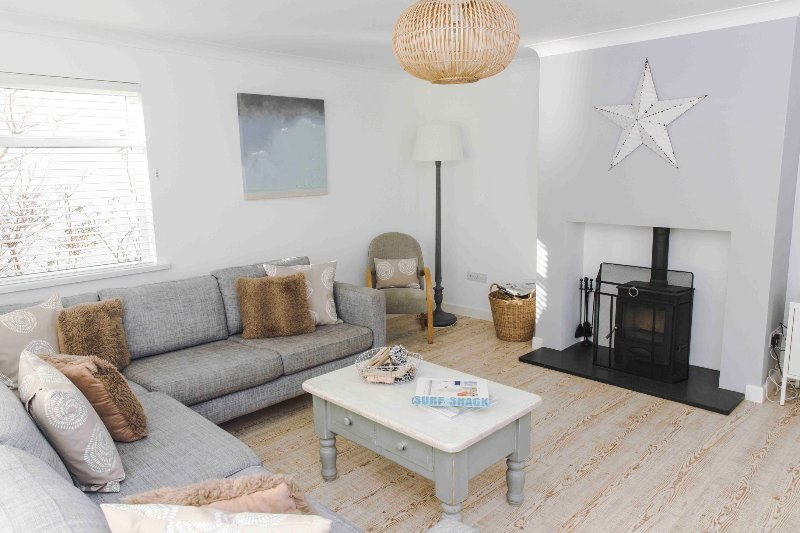 White Water holiday house. Hot tub. Pet friendly. Near beach & village., location de vacances à Croyde
