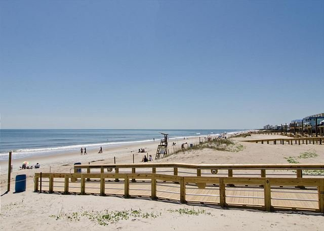 Beachfront Home Next to Freeman Park, holiday rental in Myrtle Grove