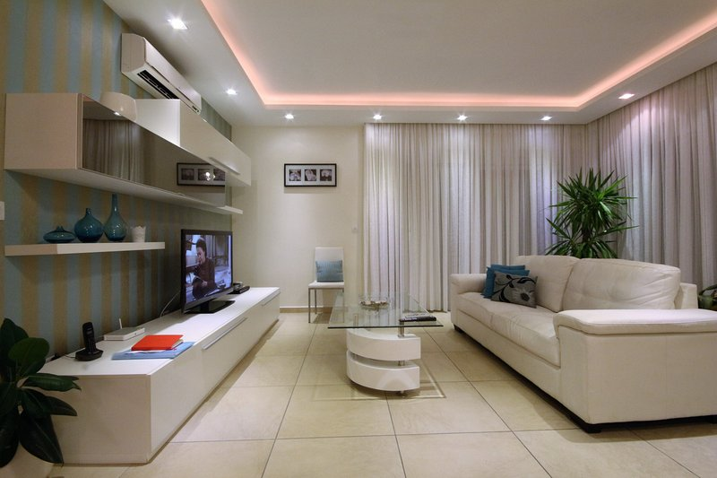 Genuine Luxury Designer Sunny 2 bedroom Apartment with communal pool, vakantiewoning in eiland Malta