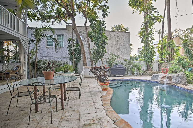 Quaint Coconut Groves Studio Apt w/ Outdoor Oasis!, holiday rental in Pinecrest