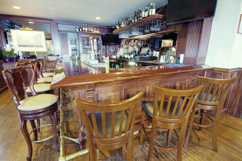 Wyndham Bay Voyage Inn on site restaurant
