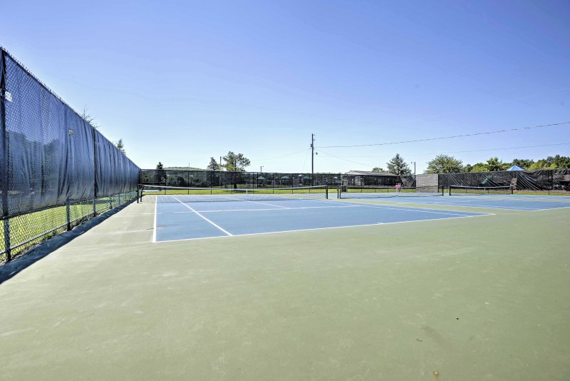 Play a game of tennis during your downtime at this Poconos retreat!