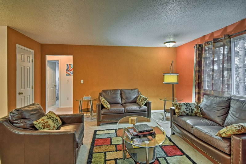 Centrally located, 4 travelers will enjoy easy access to downtown attractions and outdoor recreation during their stay.