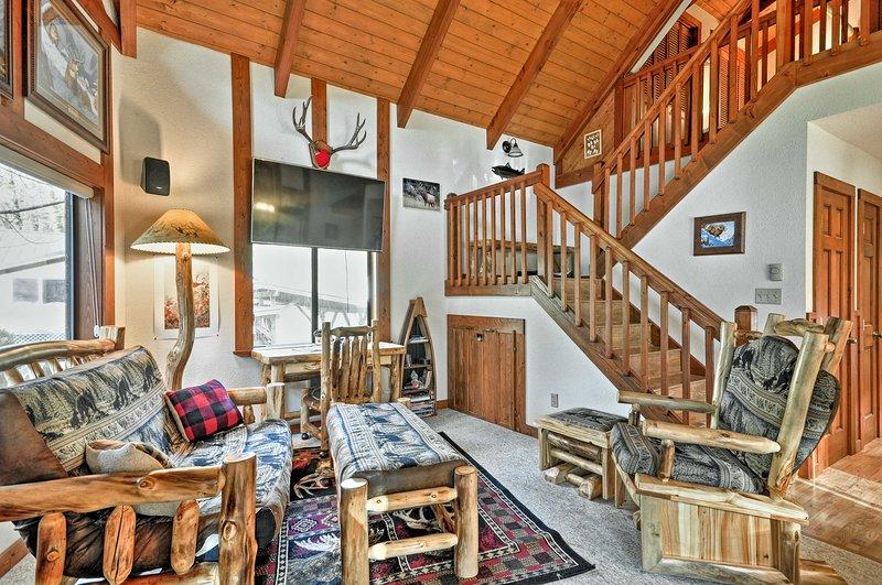 Escape the rat race in this cozy 2-bedroom, 2-bathroom vacation rental cabin in Kalama.