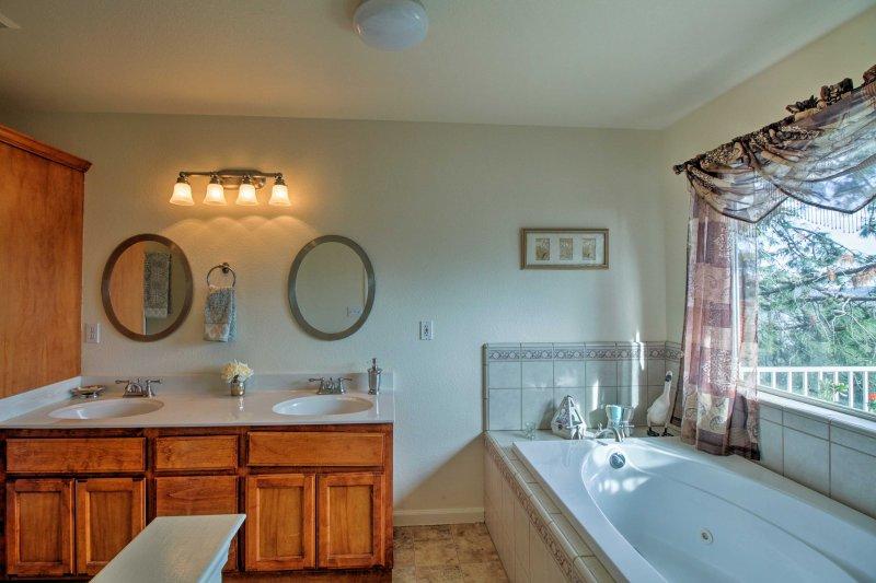 El dormitorio principal tiene un cuarto de baño.