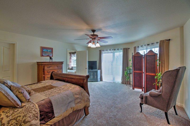 El dormitorio principal tiene acceso a la cubierta.