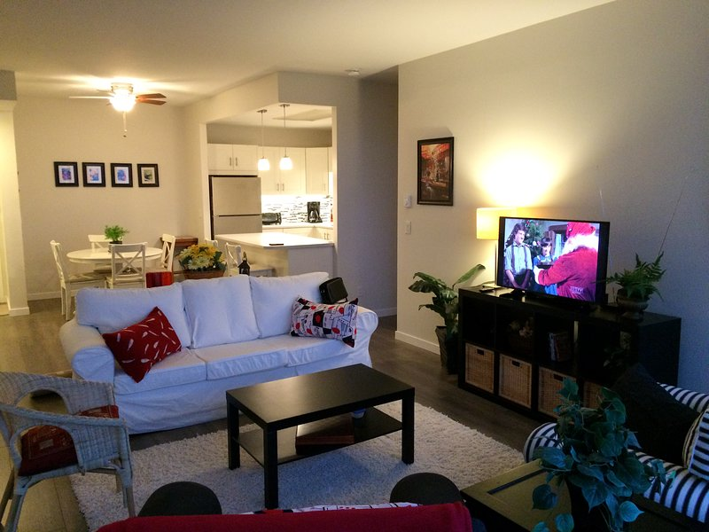 Metrotown 3 bed 2 bath high rise apt Furnished, vacation rental in Burnaby