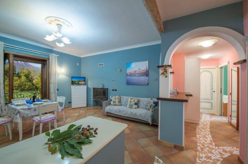 Appartamento ad agerola, poco distante per  il percorso la valle delle ferriere, casa vacanza a Agerola