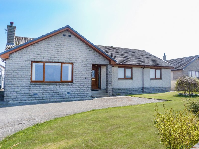 5 GOLFVIEW DRIVE, king-size, coastal town, in Buckie, Ref 951169, vacation rental in Buckie
