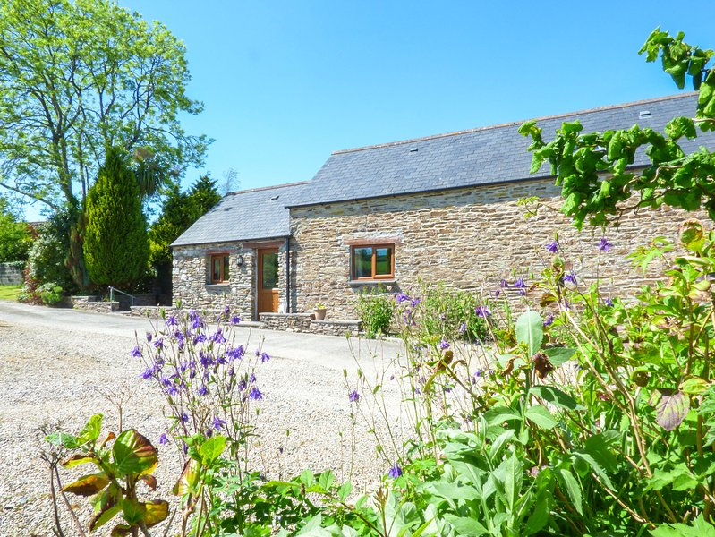 RICCAN COTTAGE, detached, spacious barn conversion, woodburner, exposed beams, vacation rental in Boconnoc