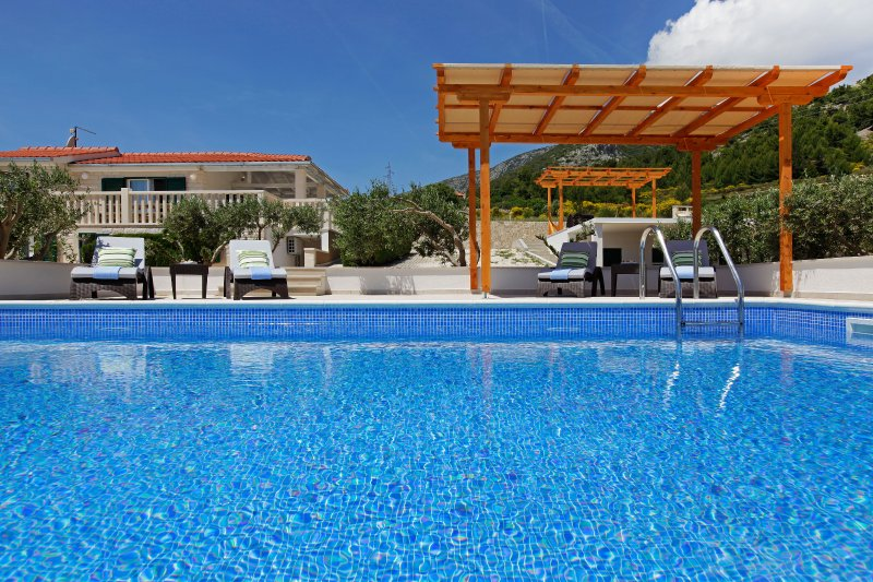 Perfect place for group of 14 - pool - BBQ - OLIVA 3, vacation rental in Bol