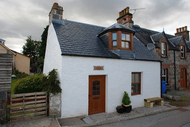 Crossroads Cottage - Loch Ness, holiday rental in Abriachan