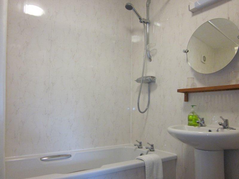 Mimosa bathroom