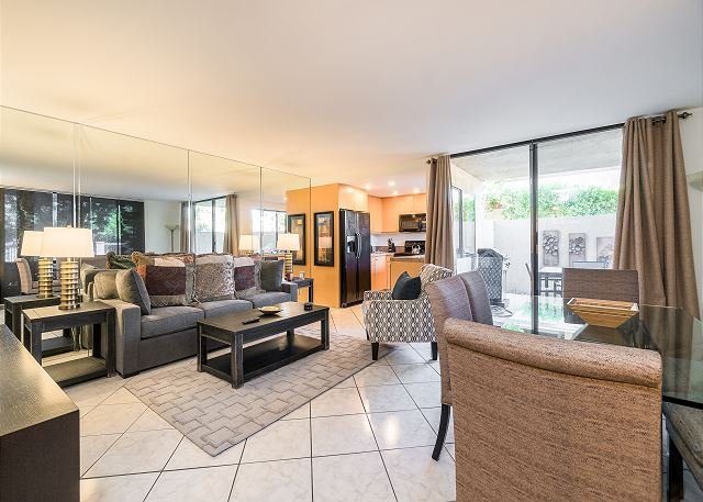 Queit Condo w/ All-New Furnishings, Pool, Hot Tub, Private Patio & Balcony, holiday rental in Palm Springs