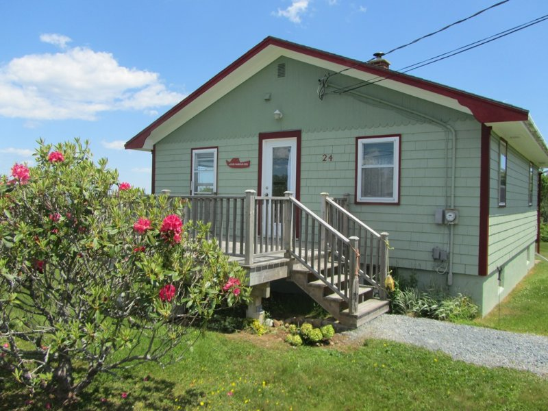 Moose Harbour View Cottage, holiday rental in Port Medway