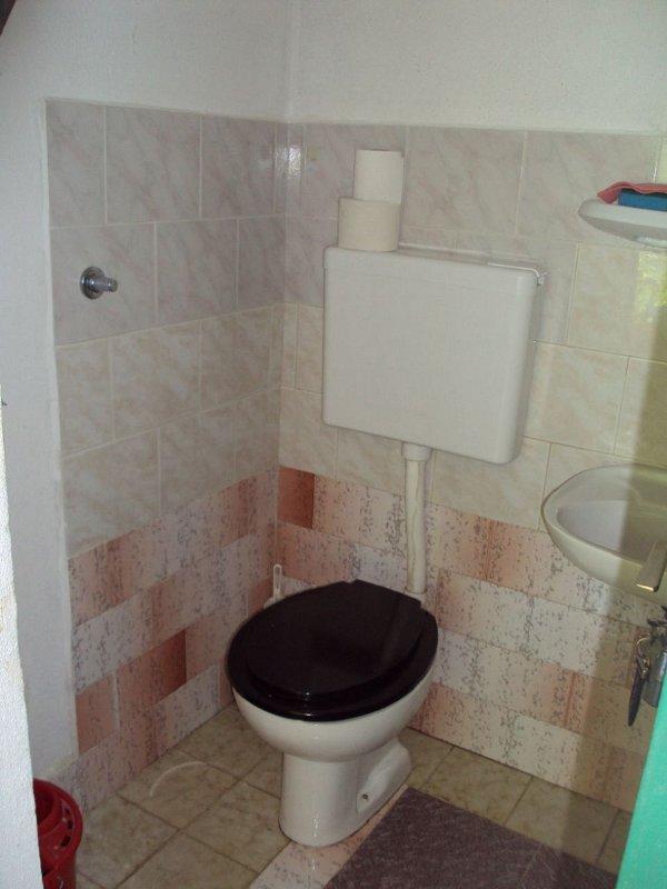 H (2 + 2): banheiro com vaso sanitário