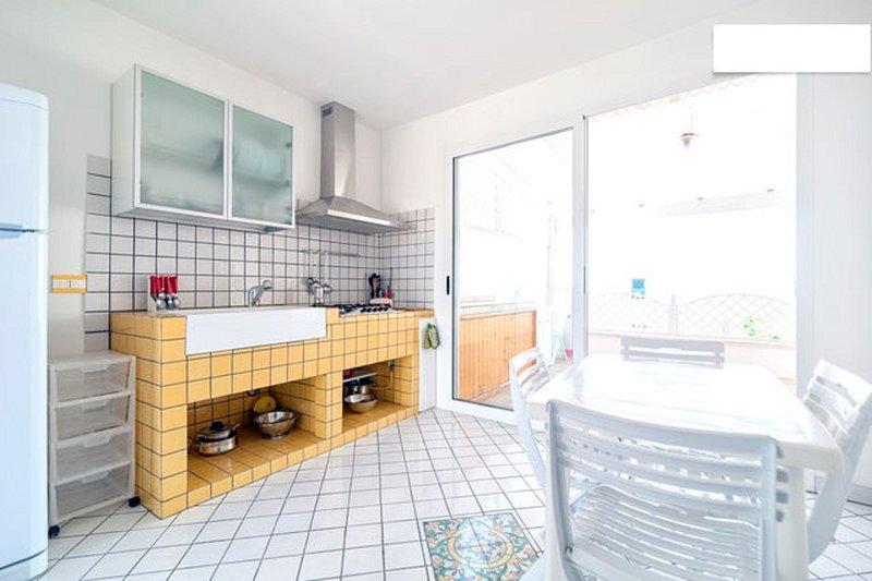 cozinha completa com saída varanda
