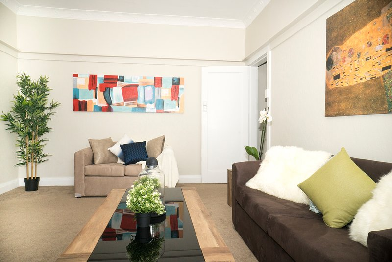 Walk to Bondi Beach Furnished Apartment, casa vacanza a Dover Heights
