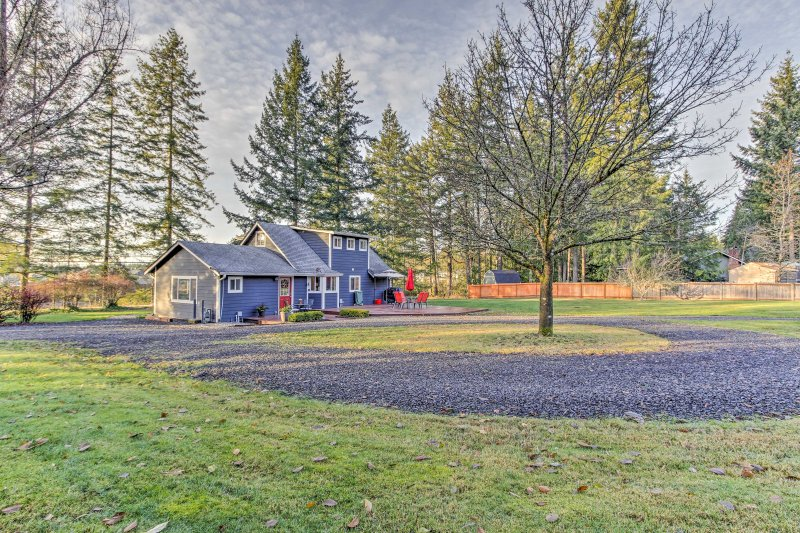 Remodeled 2-Story Home 2 Mi to Historic Gig Harbor, holiday rental in Olalla