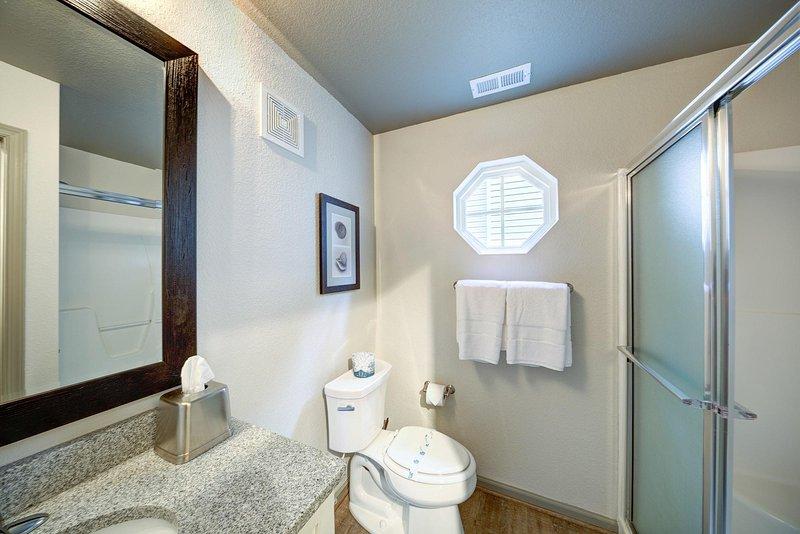 Beachwood Resorts 1BR Suite Bathroom