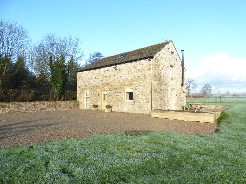 COW HILL LAITH BARN, barn conversion, woodburning stone, panoramic countryside, casa vacanza a Whalley