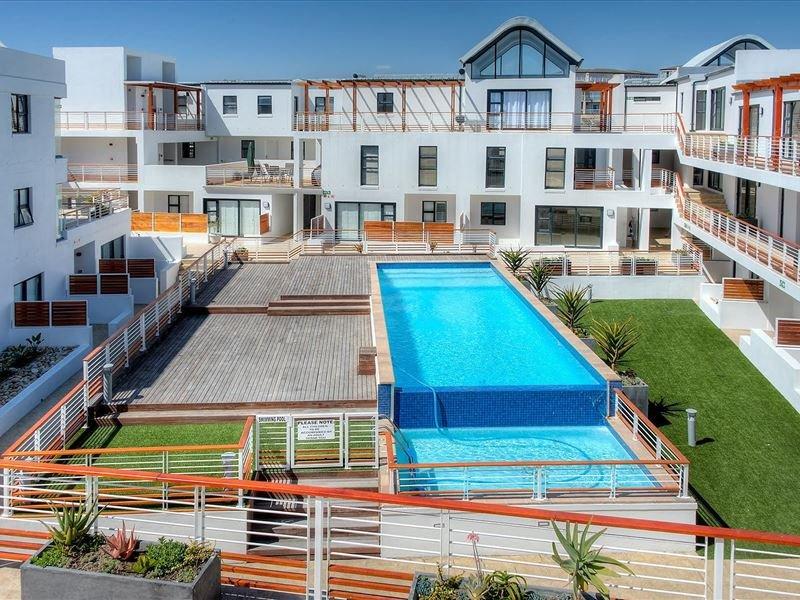 209 Azure-Bright, Comfortable Beach Apartment.., alquiler de vacaciones en Melkbosstrand