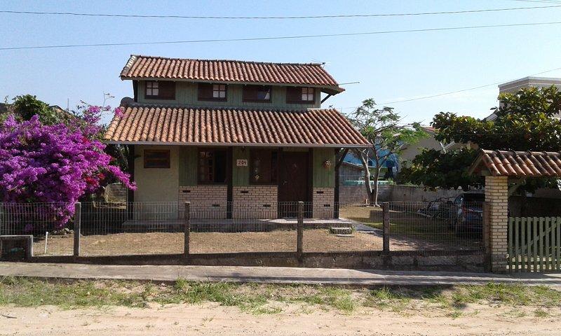 casa em Garopaba, holiday rental in Guarda do Embau