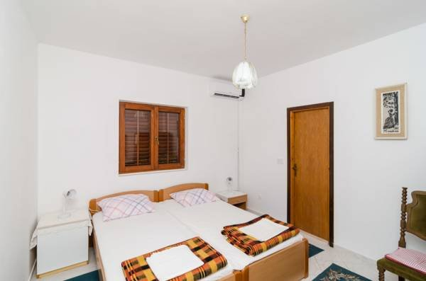 #GUESTHOUSESOBRA Double room close to beach, holiday rental in Sobra