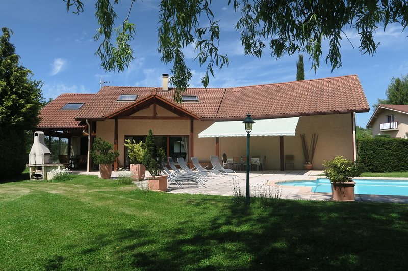 Villa avec piscine entre ville et montagne, casa vacanza a Laffrey