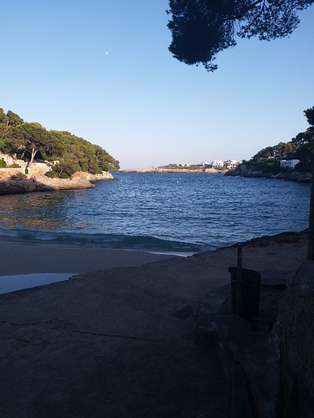 Spiaggia Cala Petit, a 250 m da House