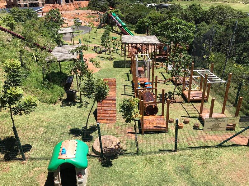 Zona de juegos especialmente para los niños a disfrutar mientras los padres disfrutan de su comida- Higuera restaurante