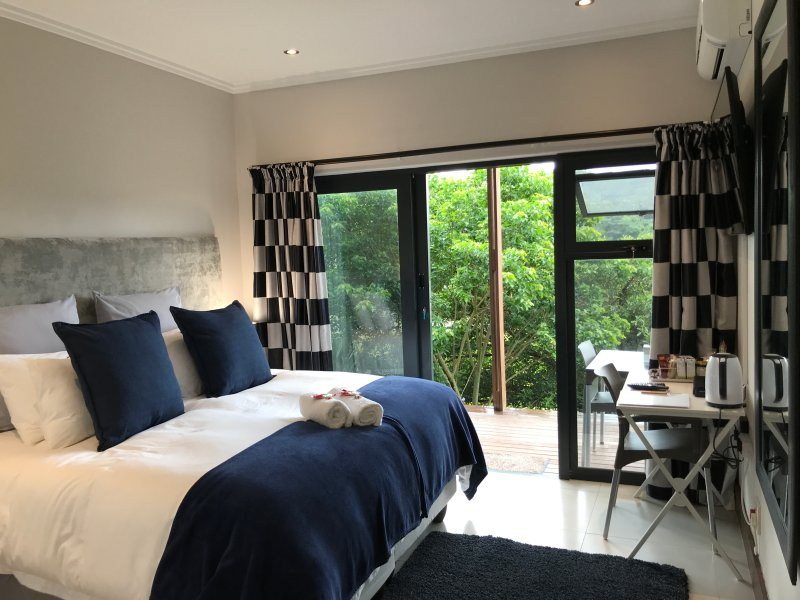 ROCABELLA LUXURY ROOM WITH OWN PRIVATE ACCESS IN SIMBITHI ECO ETATE, holiday rental in Shaka's Rock