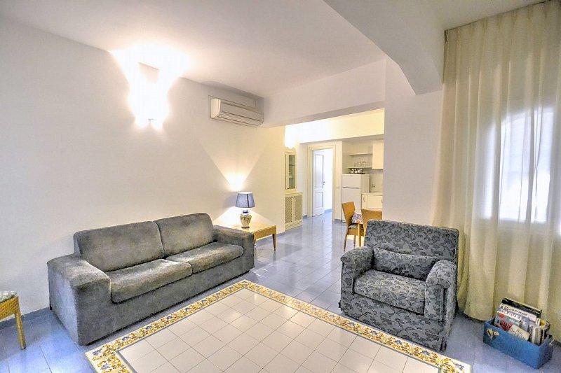 Amalfi Villa Sleeps 5 with Air Con - 5504504, holiday rental in Amalfi
