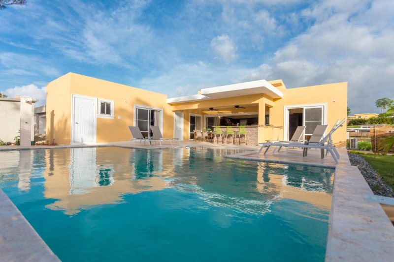 STUNNING FULLY FURNISHED VILLA, WITH PRIVATE POOL, vacation rental in Sosua