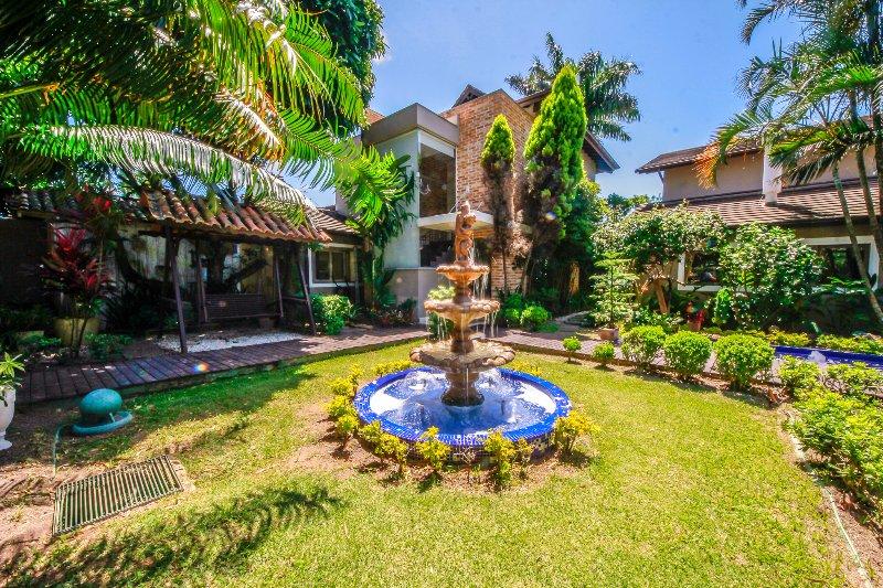 Casa de luxo frente a lagoa, 5 suites privativas, location de vacances à Lagoa da Conceicao